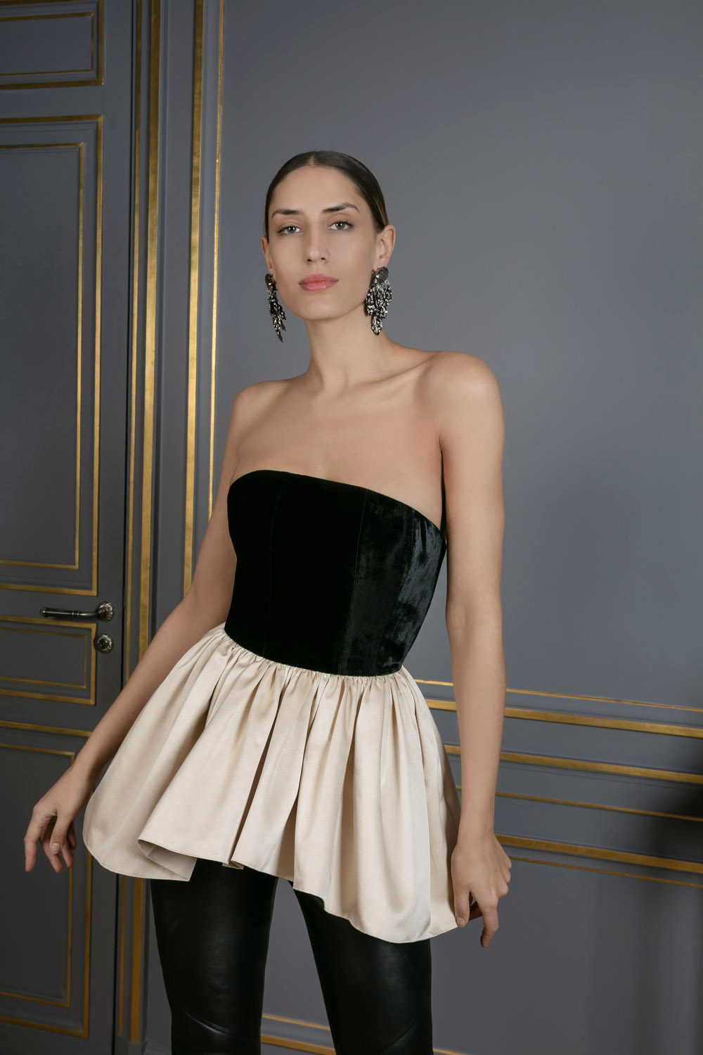 013357fc7f boutiquelessuites.com - LesSuitesOnline buy Martin Grant - Strapless black  and ivory top on our website