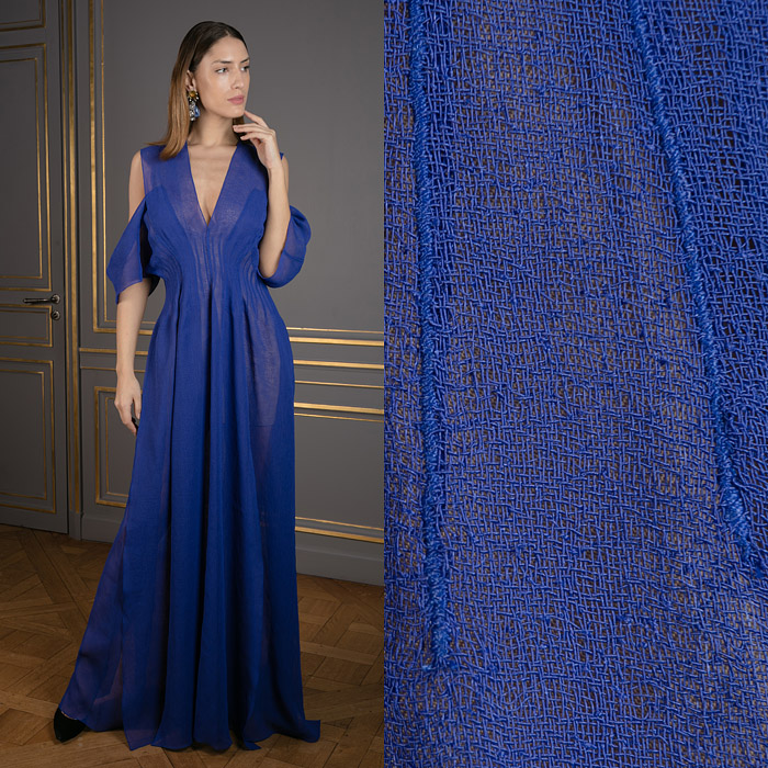 Long gaze gown in navy blue