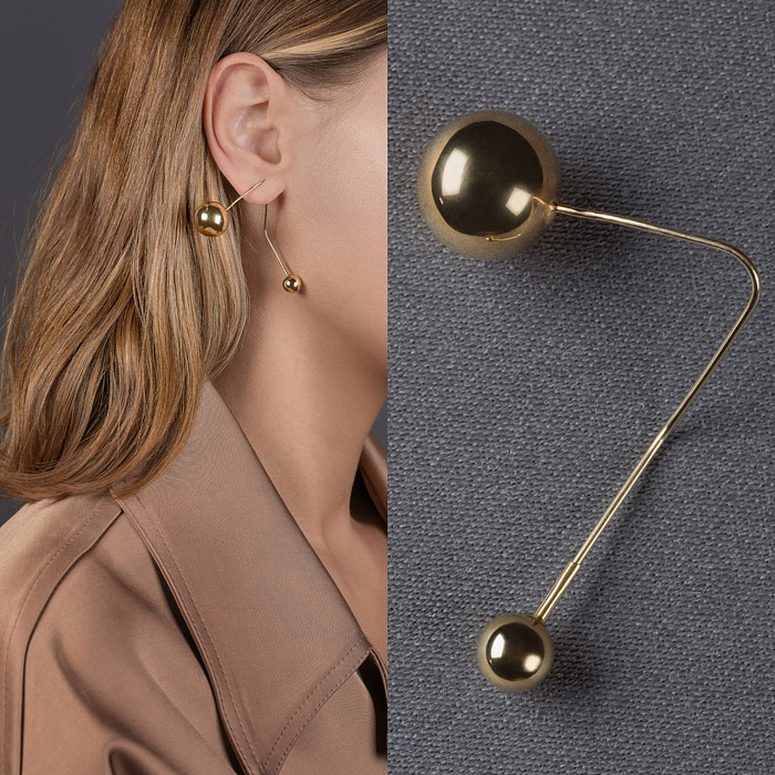 Earring with two gold spheres